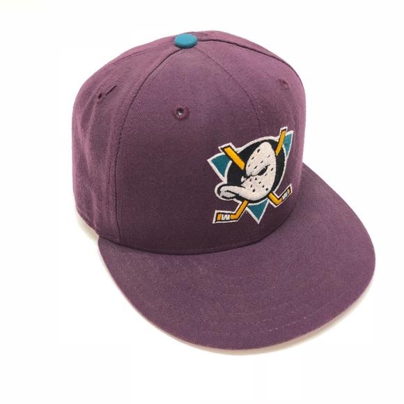 size 40 d5f23 3945b Anaheim Mighty Ducks NHL hat vintage logo purple. M 5b58f35f34e48a3fc802eaa0